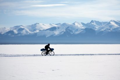 Crossing siberia by bike and in winter